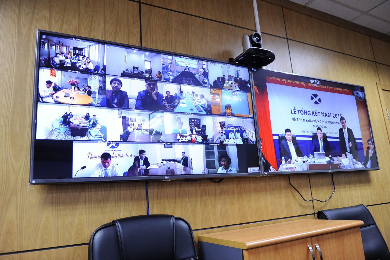 Một buổi họp trực tuyến giữa VP TSC với các điểm cầu chi nhánh.